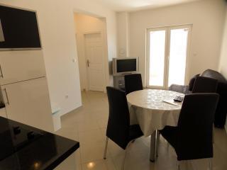 Jimmy 7 - apartment for 6 in Novalja - Novalja vacation rentals