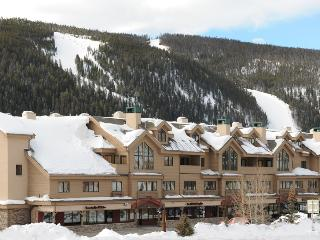Penthouse 4 Bedroom + Loft Sleeps 16, Walk To Gond - Keystone vacation rentals