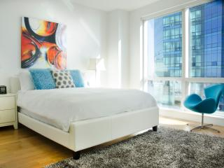 Lux waterfront 2BR w/pool & WiFi - Jersey City vacation rentals