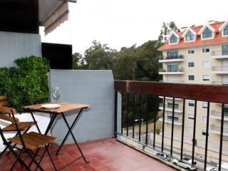 Monte Estoril Lowcost Sunny Studio Near the Beach - Estoril vacation rentals