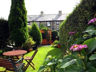 Wonderful Cottage with Internet Access and Outdoor Dining Area - Bangor vacation rentals