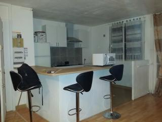Bel Apparthotel T4 (3 Chambres)Aux Portes De Paris - Aubervilliers vacation rentals