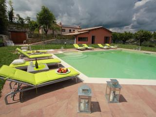Perfect Condo with Satellite Or Cable TV and Hot Tub - Fossombrone vacation rentals