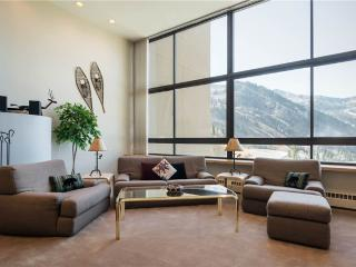 Nice Condo with Hot Tub and Fireplace - Alta vacation rentals
