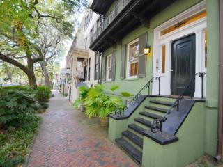 Parlor on Jones USA Today voted Top 10 prettiest streets for stroll! - Savannah vacation rentals