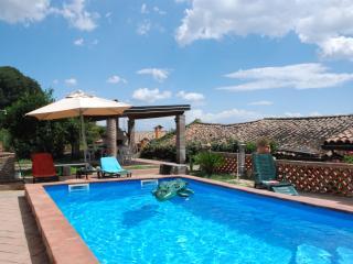 La vecchia torre a Giarre con piscina privata - Giarre vacation rentals