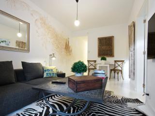 White Flat G25 - Barcelona vacation rentals