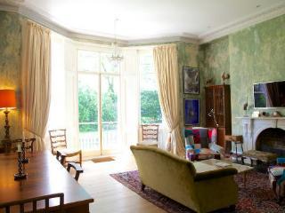 Spacious 2 bedroom South Kensington short term let - London vacation rentals