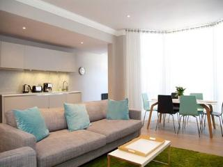 http://www.aplacelikehome.co.uk/l370-rosary-gardens-south-kensington-bqxgoapxf.aspx - London vacation rentals
