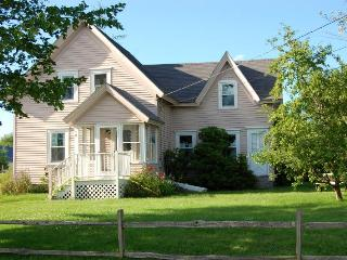 Charming Coastal Cottage in Prospect Harbor, Maine - Gouldsboro vacation rentals