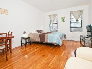 Spacious Studio - Upper East - Min 30 Days / 81 #5A - Manhattan vacation rentals