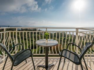Villa Samba - Double Room with Balcony and Sea View - Plat vacation rentals