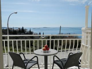 Villa Samba - One-Bedroom Apartment with Balcony and Sea View No1 (2+2) - Plat vacation rentals