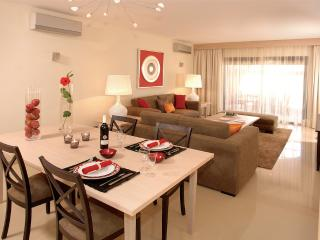 2 BEDROOM APARTMENT IN LUXURY 4 STAR RESORT WITH POOLS, TENNIS AND GOLF - ALCANTARILHA - REF. AGR151226 - Alcantarilha vacation rentals
