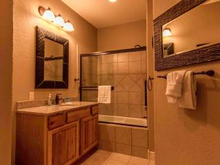 Branson condo | Jetted Tub | Fireplace | Pool | Hot Tub | Silver Dollar City (3110601) - Branson vacation rentals