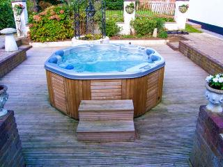 BURY VLLA, hot tub, WiFi, en-suites, grand Grade II listed cottage in Gosport, Ref. 916960 - Gosport vacation rentals