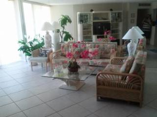 Comfortable beachfront unit in lovely gated Resort on the beach - Marco Island vacation rentals