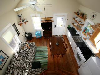 Cozy House with DVD Player and Microwave - Pacific Beach vacation rentals