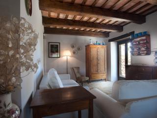 2 bedroom Finca with Internet Access in Sarnano - Sarnano vacation rentals