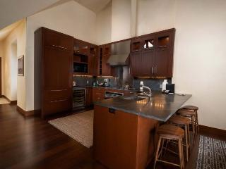 A cozy and luxurious vacation condo in the epicenter of the incredible Vail Village experience. - Vail vacation rentals