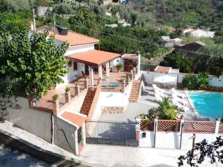 VILLASICILIANA Typical Sicilian Villa & amazing Pool for real Sicilian Holiday! - Taormina vacation rentals