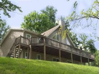 Vflyer is a spacious Lakeview Vacation Home at Deerfield Resort on Norris Lake. - Lake City vacation rentals