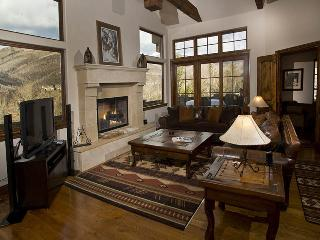 A beautiful and stunning vacation home in Vail nestled in the Highland Meadows neighborhood. - Vail vacation rentals