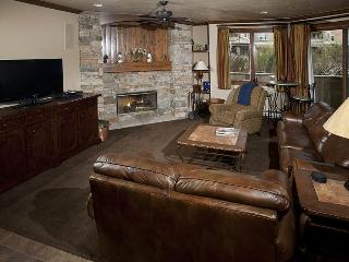 Ski In / Ski Out from this beautiful Strawberry Park Vacation Condo, in Beaver Creek. - Edwards vacation rentals