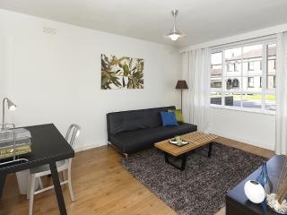 (1) Stylish, East Melb 1bd apt, 5mins to MCG & CBD - Richmond vacation rentals