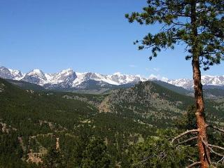 The Cliffview at Windcliff: Panoramic RMNP Views, Hot Tub, Big Decks, Wildlife - Estes Park vacation rentals