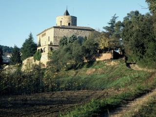 Castel d'Escales - history with modern serenity - Celra vacation rentals