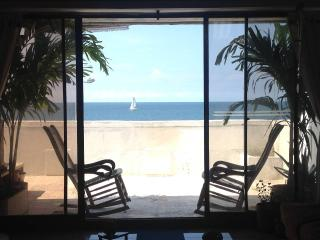 Affordable Beachfront Apartment Near to Old City - Cartagena vacation rentals