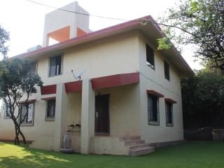 Lovely Villa with Satellite Or Cable TV and Outdoor Dining Area in Mahabaleshwar - Mahabaleshwar vacation rentals