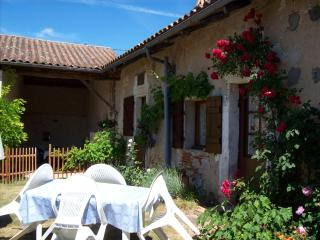 1 bedroom Cottage with Internet Access in Sourzac - Sourzac vacation rentals