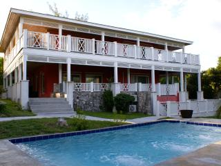 Comfortable 3 bedroom House in Harbour Island with Deck - Harbour Island vacation rentals