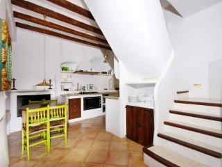 Bright 4 bedroom Deia Villa with Internet Access - Deia vacation rentals