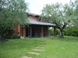 Nice 4 bedroom House in San Felice del Benaco - San Felice del Benaco vacation rentals