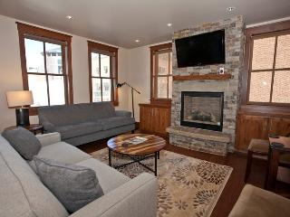 Enjoy the convenience of walking everywhere in downtown Telluride while enjoying luxurious amenities including a gourmet kitchen and high-end bathrooms. - Telluride vacation rentals