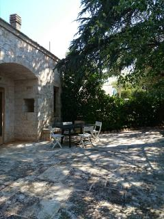 Bright 2 bedroom Monopoli B&B with Outdoor Dining Area - Monopoli vacation rentals