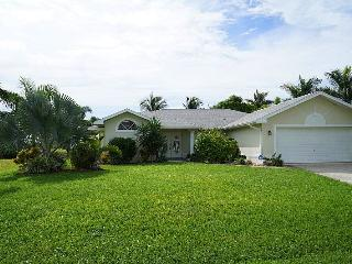 Casa Chloe - Cape Coral 3b/2ba home w/electric heated pool, gulf access canal, HSW Internet, Boat Dock - Cape Coral vacation rentals