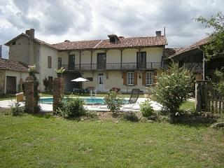 Spacious 4 bedroom Castelnau-Magnoac Farmhouse Barn with Internet Access - Castelnau-Magnoac vacation rentals
