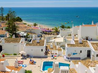 SUPERIOR 3 BEDROOM APARTMENT SEA VIEW, FOR 6 ADULTS AND 2 CHILDREN, 50M FROM THE BEACH - ALBUFEIRA - REF. GB151619 - Albufeira vacation rentals