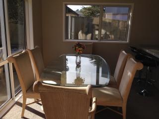 Comfy modern, quiet unit for executives - Auckland vacation rentals