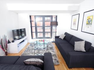 'Designed with you in mind' 2 bed,Piccadilly (15J) - Manchester vacation rentals
