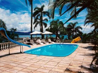 Mansão de 6 quartos com belíssima paisagem e conforto. Conexão privativa a praia - Florianopolis vacation rentals
