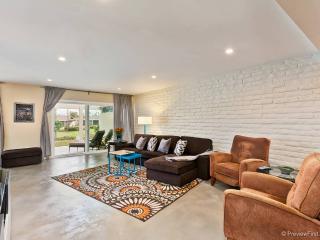 Modern, updated 2 bedroom/2bath home w/ Lake Views - San Marcos vacation rentals
