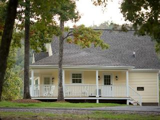 Stonehill Cottages - The Farmhouse - Mena vacation rentals