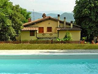 Bright 4 bedroom Dicomano House with Central Heating - Dicomano vacation rentals