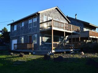 MANZANITA MEMORIES ~ Across Street from the Beach!!!! FABULOUS OCEAN VIEWS!! - Manzanita vacation rentals