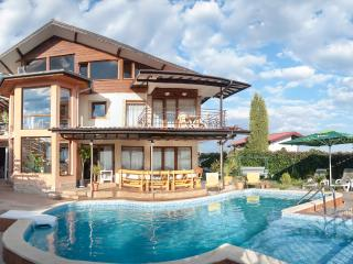 Bright Villa with A/C and Satellite Or Cable TV in Albena - Albena vacation rentals